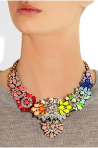 Statement necklace grey T-shirt