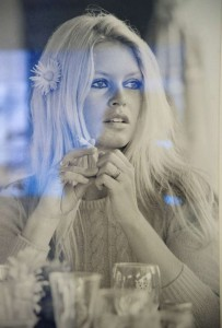 Terry O neil Brigitte Bardot 68 all about detail flower and small rings