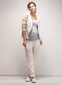 Classy classic pregnant style