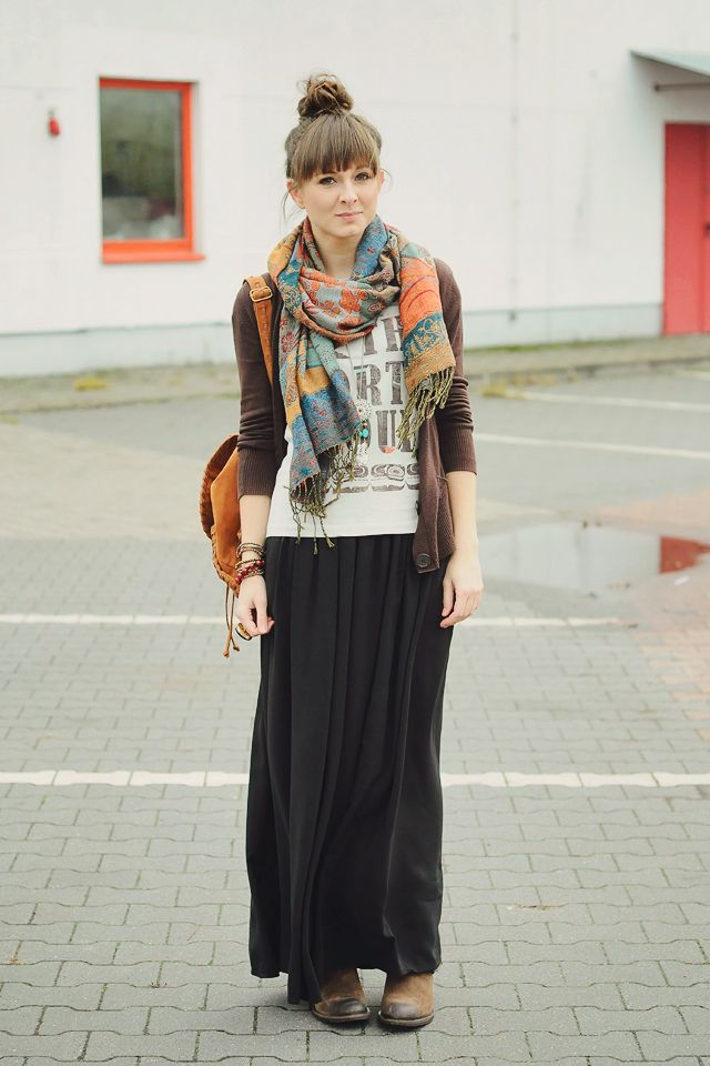 How to wear the long skirt in winter?