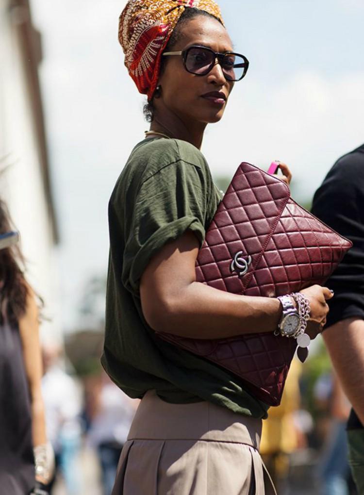 Comment porter le kaki dress like a parisian for Quelle couleur porter avec du rouge