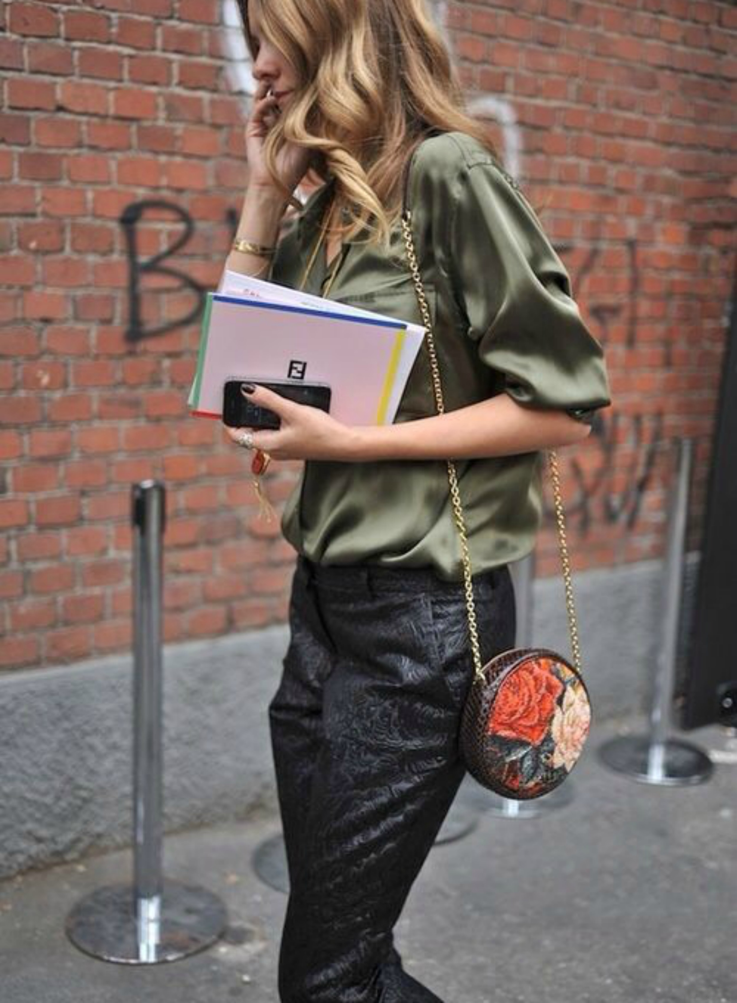 Comment Porter Le Kaki Dress Like A Parisian