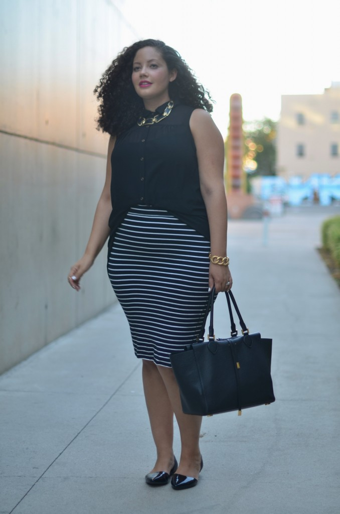 How to wear the pencil skirt dress like a parisian for Tucked in shirt plus size